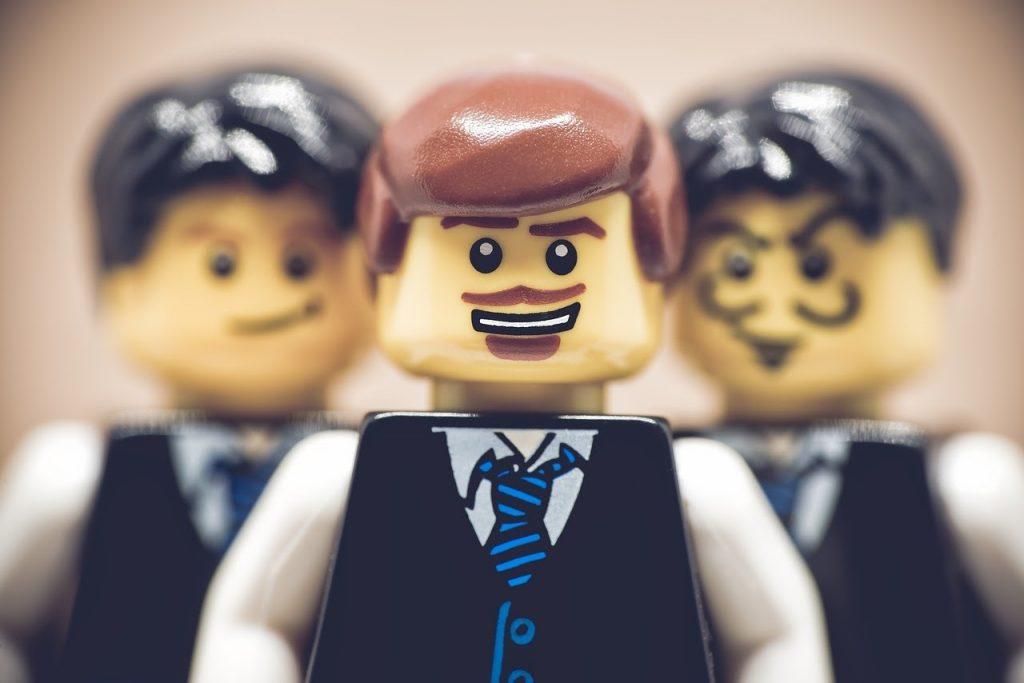 фигурки из конструктора LEGO - бизнесмены